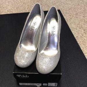 Deb size 8 NWT silver glitter heels